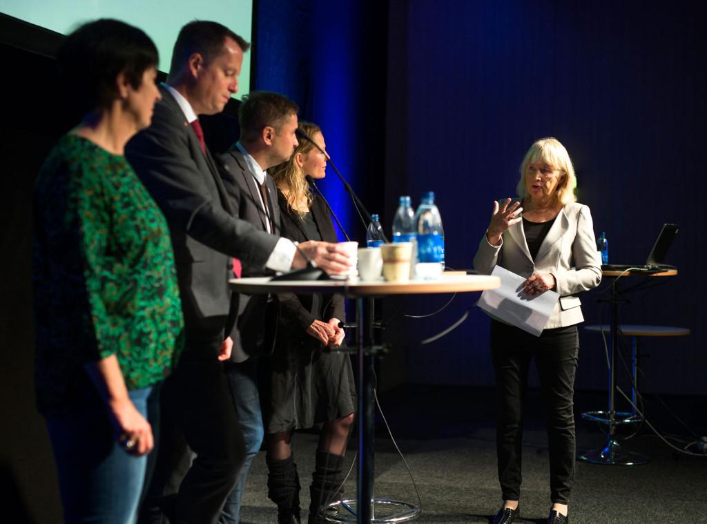 Britt-Marie Mattsson modererar en debatt med bland andra Anders Ygeman, Henrik Arnstad, Åsne Seierstad och Mona Sahlin på Kvalitetsmässan. Foto: Thomas Johansson